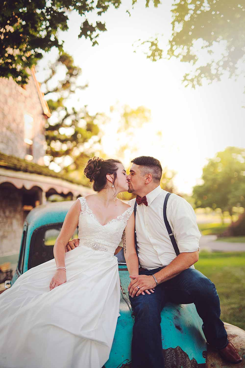 Antique car wedding photo