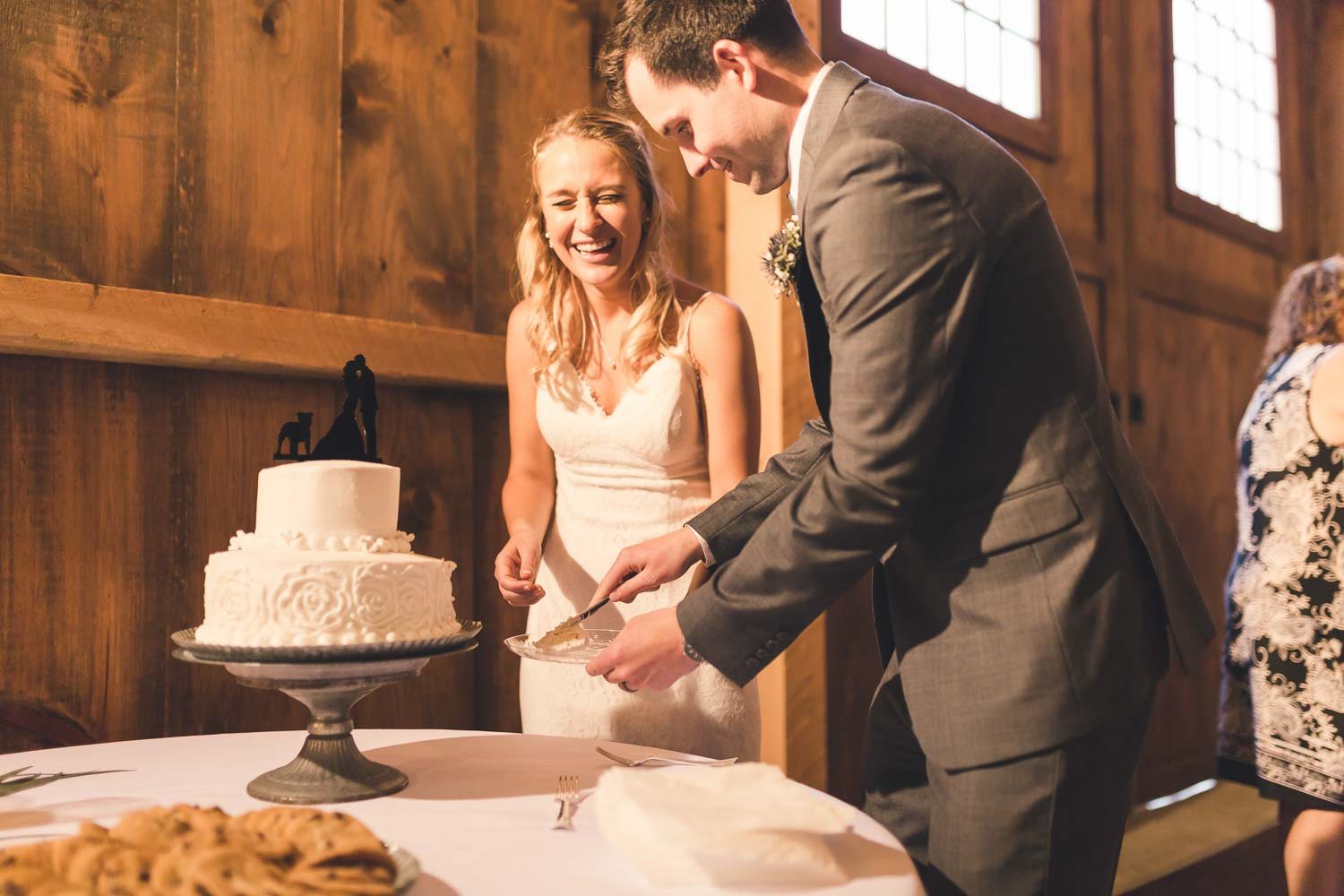 Cake cutting at the Barn at Stoneybrooke